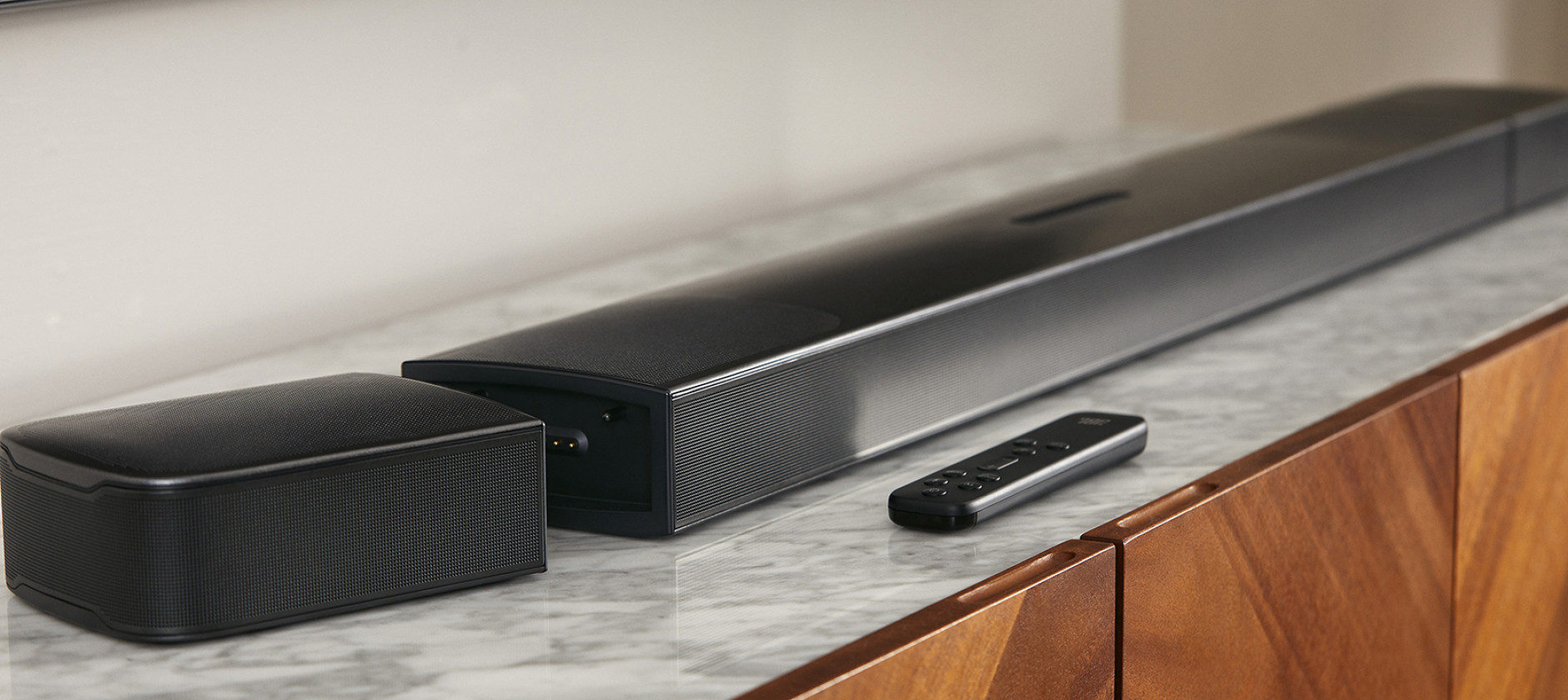 Audio 3D e satelliti wireless per la soundbar JBL Bar 9.1 True Wireless Surround