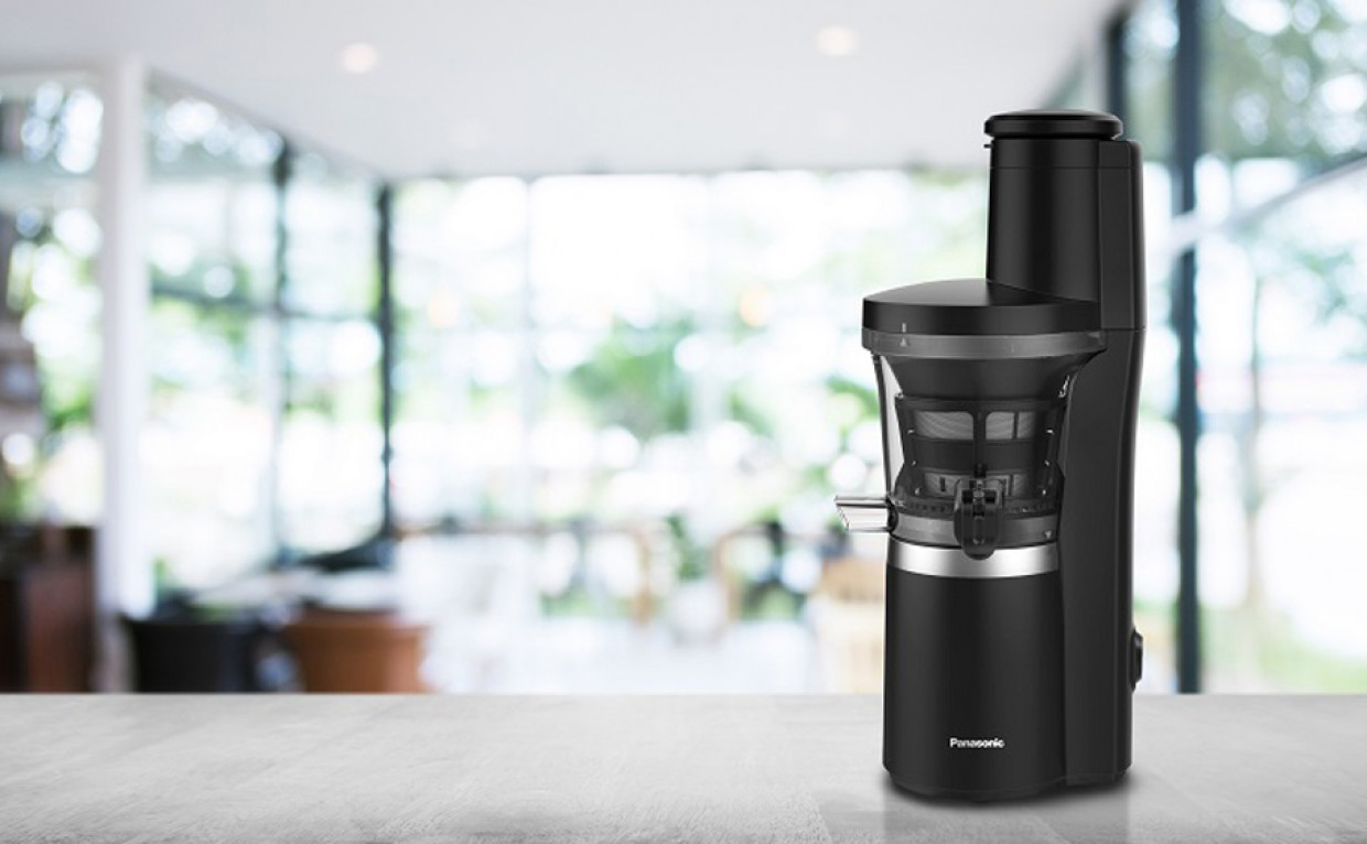 Panasonic Slow Juicer MJ-L700, l'estrattore che coniuga praticità e design