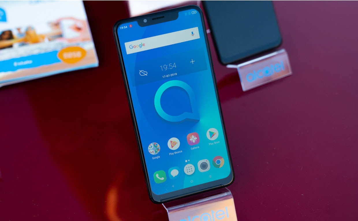 "Ecco Alcatel V5, ha un display full-view da 6,2"" e l'AI a bordo"